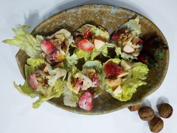 Waldorf Salad in Lettuce Pockets